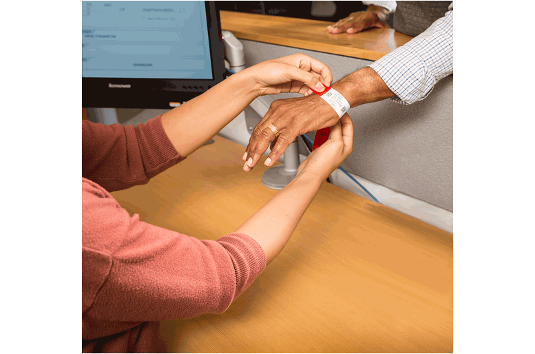 healthcare wristband application2 1